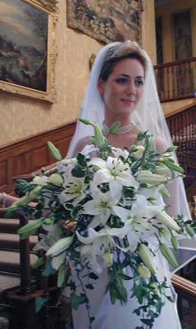 castle-hill-wedding-bride-flowers.jpg