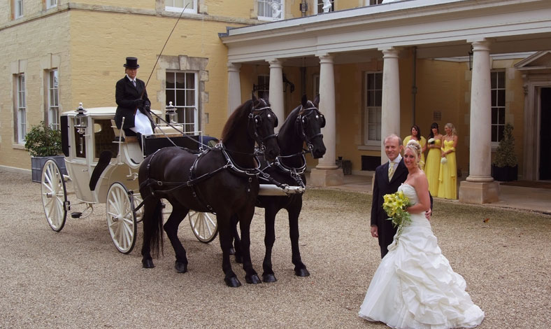 castle-hill-wedding-carriage-.jpg